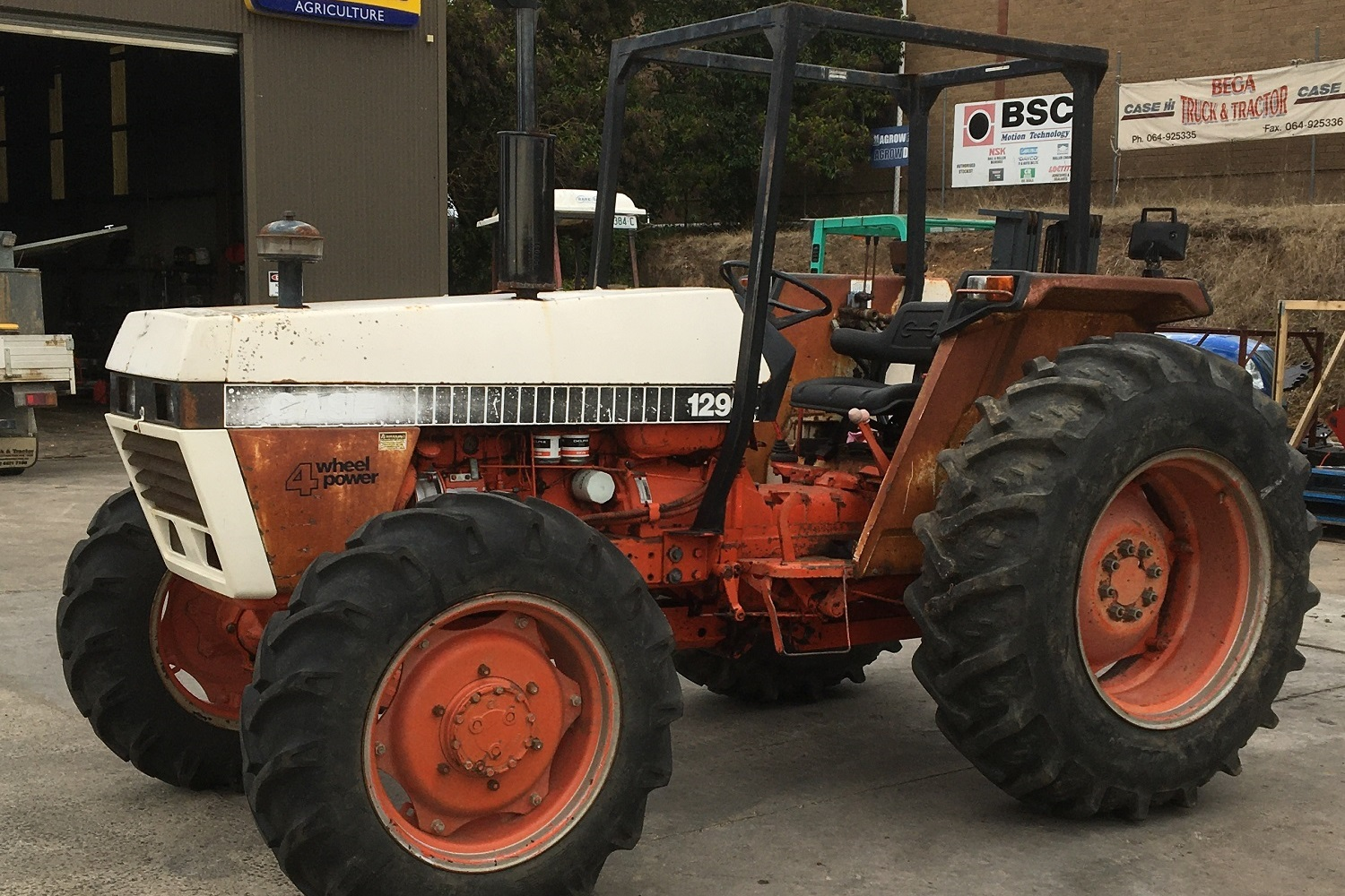 Case 1290 4WD ROPS Tractor