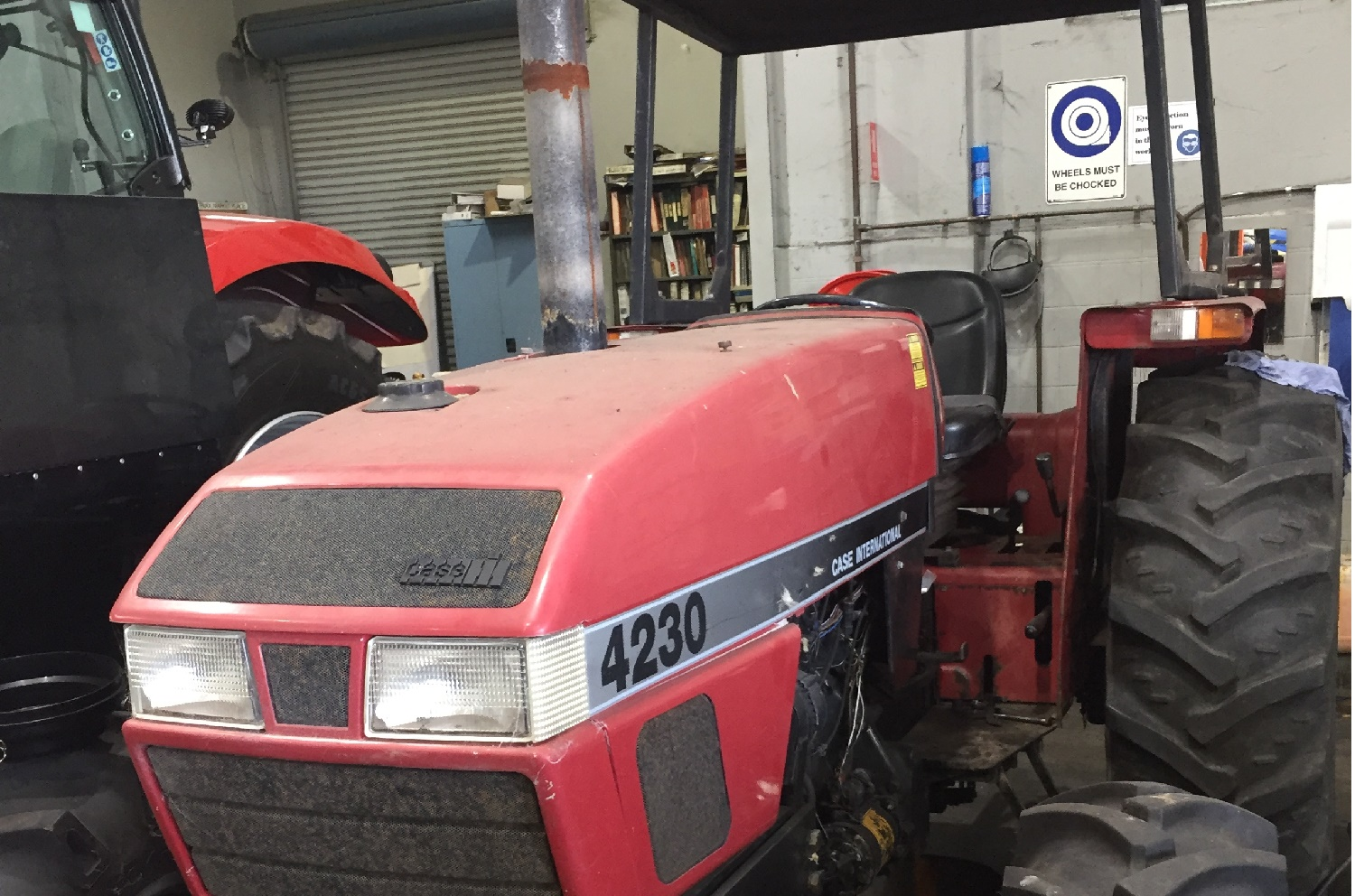 Case 4230 4WD ROPS Tractor